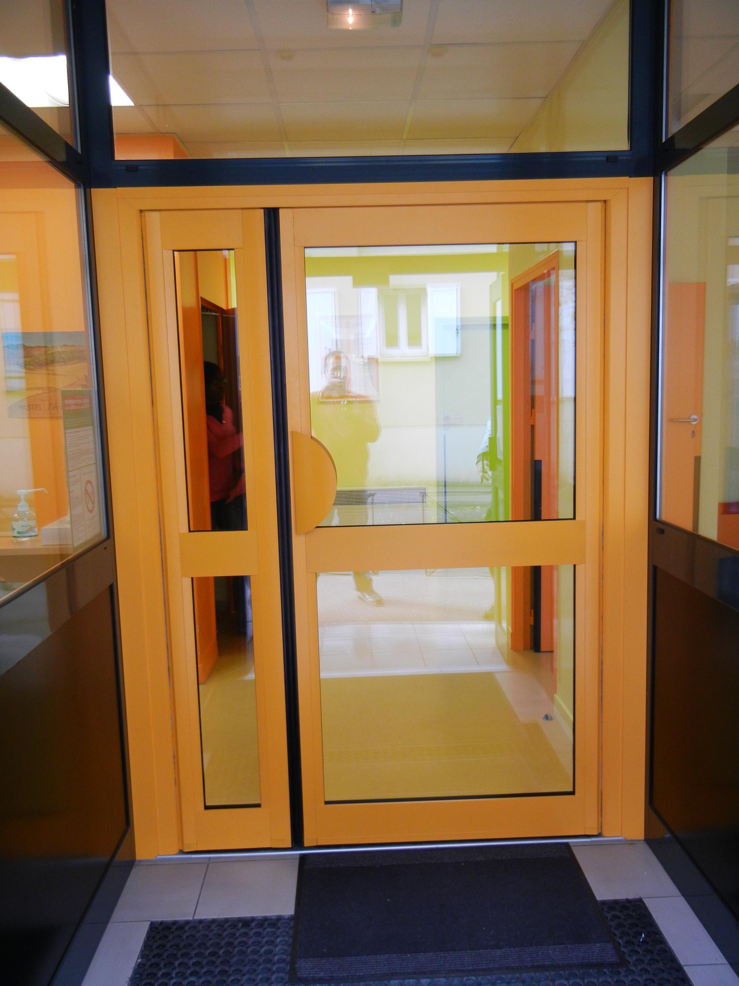 porte aluminium grand traffic soleal 55. Black Bedroom Furniture Sets. Home Design Ideas